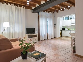 Cozy apartment in the center of Verona with Lift, Internet, Washing machine, Air