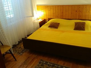 Spacious apartment very close to the centre of Korčula with Parking, Internet, W
