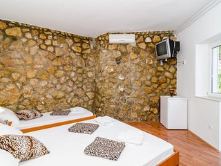 Cozy room in the center of Mlini with Internet, Air conditioning, Terrace