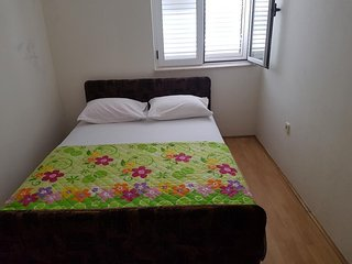 Spacious apartment very close to the centre of Srima with Parking, Internet, Air