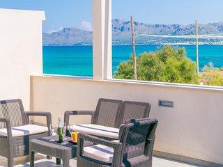 Spacious apartment a short walk away (429 m) from the 'Playa de Son Serra de Mar