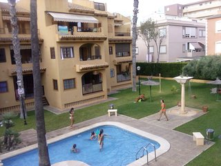 Spacious apartment a short walk away (332 m) from the 'Playa de La Mata' in Torr