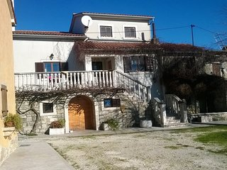Cozy house in the center of Pićan with Parking, Internet, Washing machine, Air c