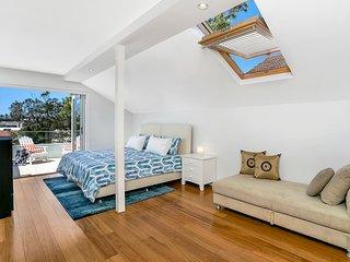 Large Beachside Apartment - BB002