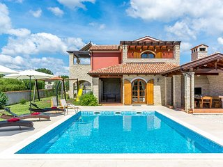 Spacious villa in the center of Rebići with Parking, Internet, Washing machine,