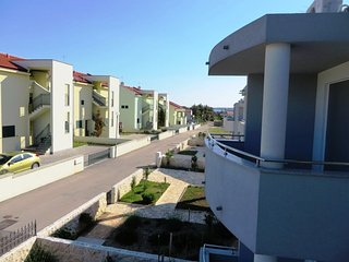 Spacious apartment close to the center of Vrsi with Parking, Internet, Washing m