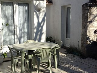 Cozy house in the center of Sainte-Marie-de-Ré with Parking, Internet, Washing m