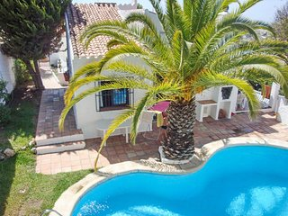 Spacious villa in the center of Nerja with Parking, Washing machine, Pool, Garde
