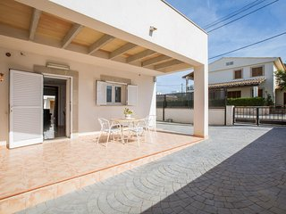 Spacious house in Sa Ràpita with Parking, Internet, Washing machine, Air conditi