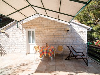 Cosy studio in the center of Supetar with Parking, Internet, Terrace