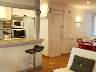 Cozy apartment very close to the centre of Saint-Jean-de-Luz with Parking, Inter