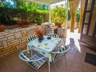 Cozy apartment in the center of Porec with Parking, Internet, Air conditioning,