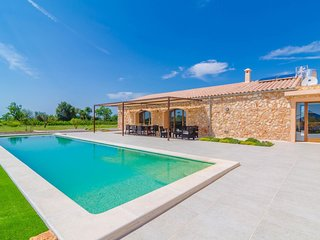 Spacious villa in Manacor with Parking, Internet, Washing machine, Pool