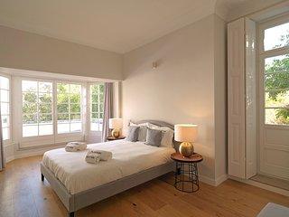 Spacious apartment in Porto with Internet, Washing machine, Balcony, Garden