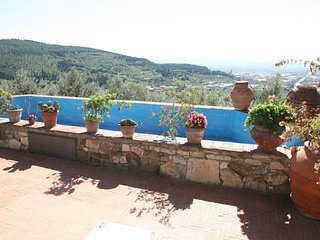 Spacious villa close to the center of Calenzano with Parking, Internet, Washing
