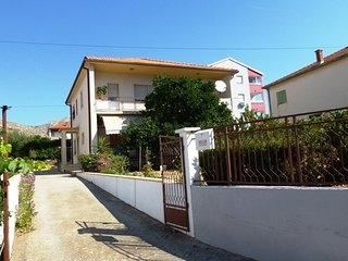 Cozy apartment in the center of Trogir with Parking, Internet, Washing machine,