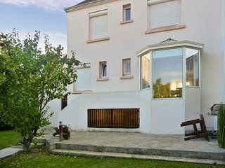 Spacious house very close to the centre of Lanester with Parking, Internet, Wash