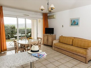 Cozy apartment in the center of Grimaud with Parking, Internet, Air conditioning