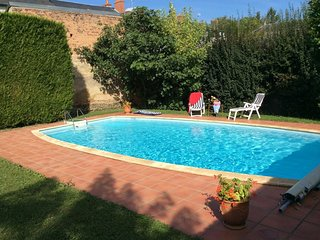 Spacious villa in the center of Lucenay-les-Aix with Parking, Internet, Washing