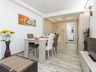 Spacious apartment close to the center of Funchal with Internet, Washing machine