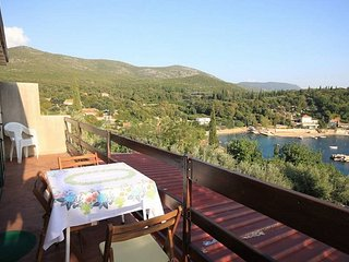 Cozy apartment in the center of Molunat with Internet, Washing machine, Air cond