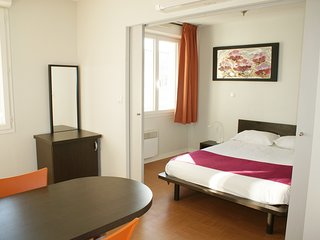 Cozy apartment very close to the centre of Avignon with Lift, Internet, Air cond
