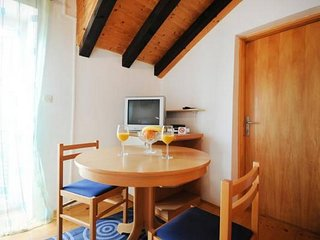 Cosy studio in the center of Jezera with Internet, Air conditioning, Balcony