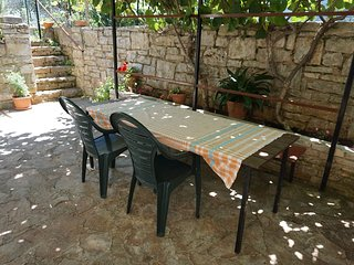 Cozy apartment in the center of Basanija with Parking, Internet, Garden, Terrace