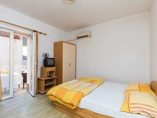 Cosy studio in Zvekovica with Parking, Internet, Air conditioning, Balcony