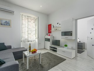 Cozy apartment in the center of Poreč with Parking, Internet