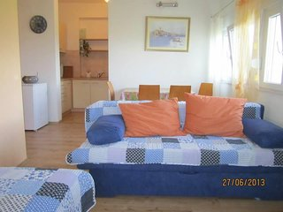 Cozy apartment in the center of Kaštel Štafilić with Parking, Internet, Air cond