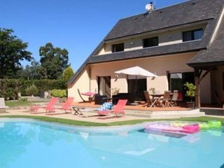 Spacious house close to the center of Le Val-Saint-Père with Parking, Internet,