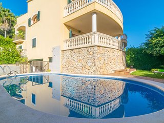 Spacious villa a short walk away (232 m) from the 'Cala Poncet' in Alcudia with