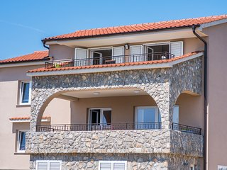 Spacious apartment in the center of Krk with Parking, Internet, Washing machine,