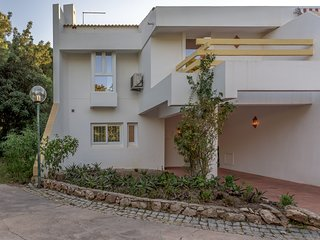 Cozy house in Quarteira with Internet, Air conditioning, Pool, Balcony