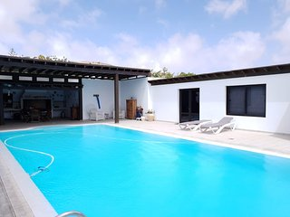 Cozy house in the center of Nazaret with Internet, Pool, Garden, Terrace