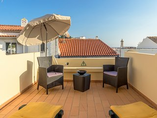 Spacious apartment very close to the centre of Carvoeiro with Internet, Washing