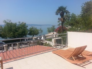 Spacious apartment in the center of Kastel Luksic with Parking, Internet, Washin