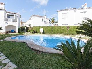 Spacious apartment a short walk away (262 m) from the 'Playa de l'Aigua Morta' i