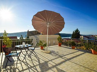 Cozy apartment in the center of Tisno with Parking, Internet, Air conditioning,