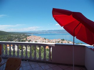Spacious apartment in the center of Vrbnik with Parking, Internet, Washing machi
