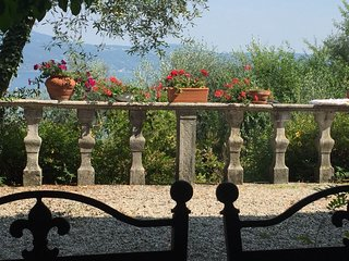 Spacious villa close to the center of Gargnano with Parking, Internet, Washing m