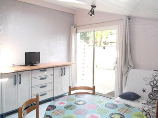 Spacious apartment in the center of Arès with Parking, Internet, Washing machine