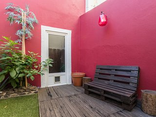 Spacious house in Lisbon with Internet, Garden