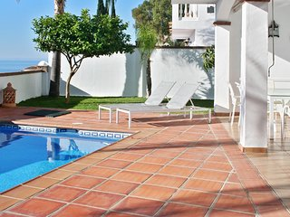 Spacious house close to the center of Almuñécar with Parking, Internet, Washing