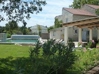 Spacious house in Pernes-les-Fontaines with Parking, Internet, Washing machine,