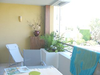 Spacious apartment close to the center of Fréjus with Lift, Parking, Internet, W
