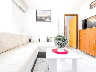 Cozy apartment in the center of Baska Voda with Parking, Internet, Air condition