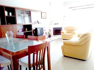 Spacious house very close to the centre of Portimão with Parking, Washing machin