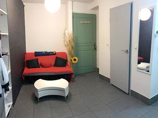 Cosy studio in Marseille with Parking, Internet, Air conditioning, Terrace